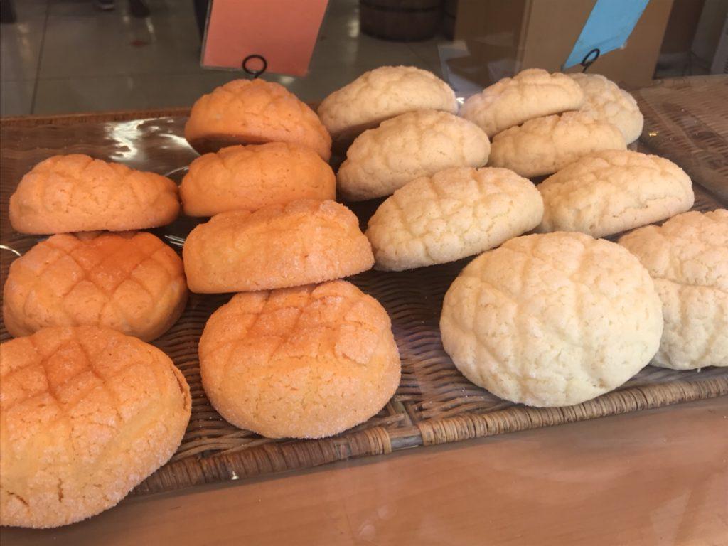 メロンパンは太る!菓子パンのカロリーと糖質を食パンと比較