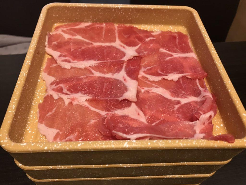 鍋シェイプアップでスリムになりたい!キムチ鍋とちゃんこ鍋のカロリーと糖質を比較