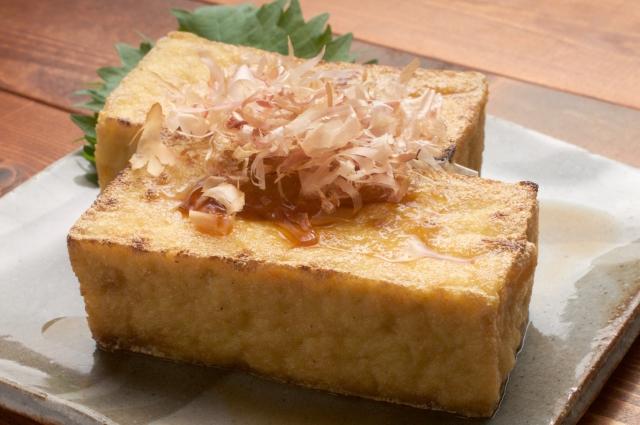 【厚揚げのカロリー】厚揚げは太る!?焼き豆腐や木綿豆腐とカロリー糖質を比較