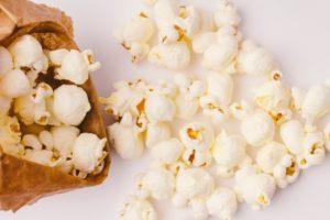【ポップコーンのカロリー】ポップコーンは太る!?とんがりコーンやキャラメルコーンとカロリー糖質を比較