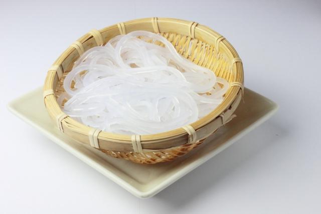 【こんにゃくのカロリー】こんにゃくは太る!?しらたきやくずきりとカロリー糖質を比較