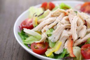 【サラダチキンのカロリー】サラダチキンは太る!?ハムやソーセージとカロリー糖質を比較